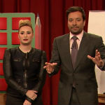 Demi Lovato, Julie Bowen, Wayne Coyne and Jimmy Fallon playing Pictionary on Late Night
