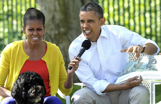 Michelle and Barack Obama reading Where The WIld Things Are