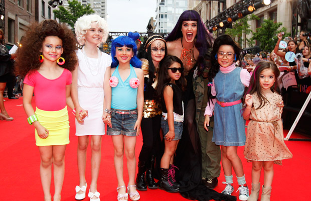 Katy Perry at the MuchMusic awards with loads of mini Katy Perry kids