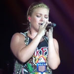 kelly-clarkson-sings-everytime-150X150