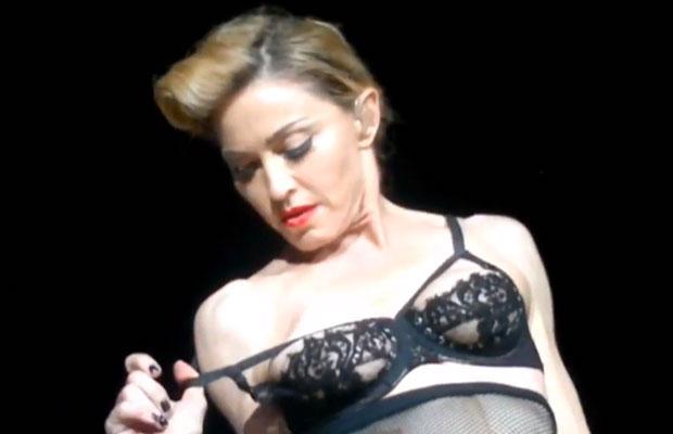 Madonna flashing nipple at Istanbul concert