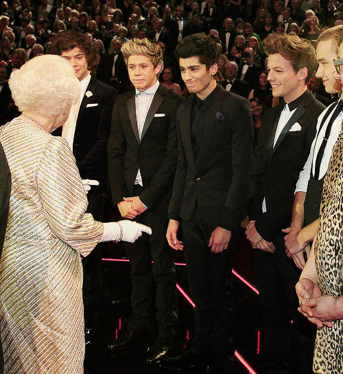 One Direction meeting the queen