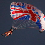 Queen parachutes into London 2012 Olympic opening ceremony