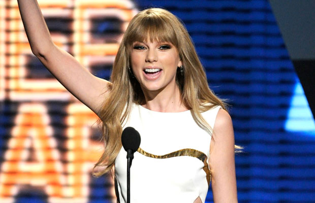 Taylor Swift winning Entertainer Of The Year at the 2012 ACM's